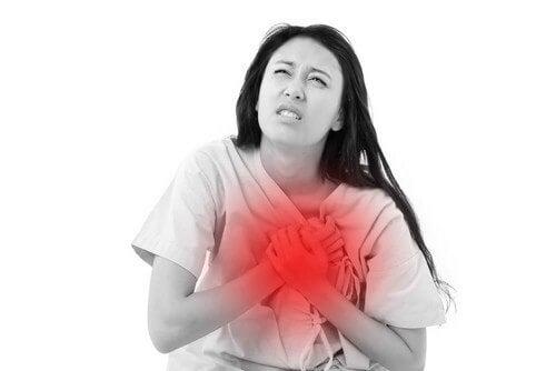 Donna con problemi cardiaci.