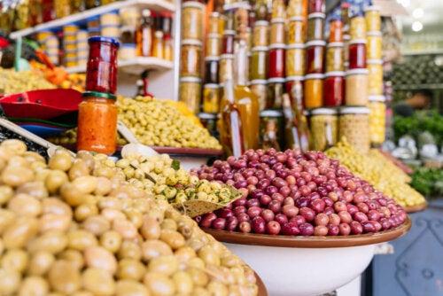 La dieta sostenibile prevede prodotti locali.