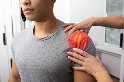 Tendinite alla spalla: sintomi, cause e trattamento
