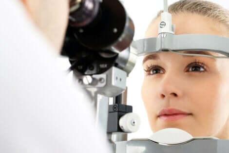 Visita oculistica per diagnosticare il glaucoma.