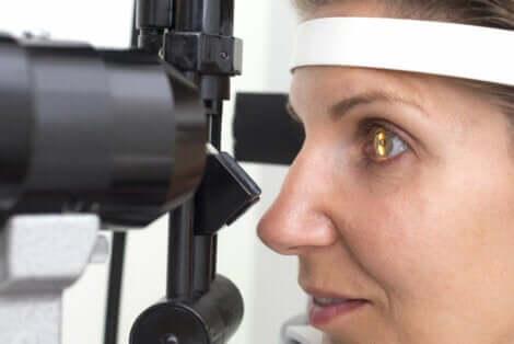 Retinite pigmentosa ed esame dell'occhio.