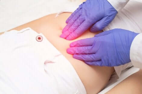 Endometriosi in menopausa e visita medica.