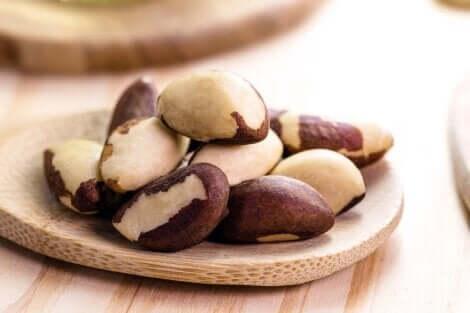Le noci del Brasile contengono selenio.