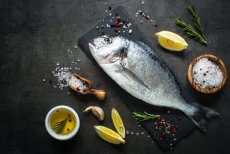 Il pesce di grandi dimensioni è tra gli alimenti vietati in gravidanza.
