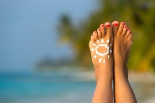 Crema solare per piedi.