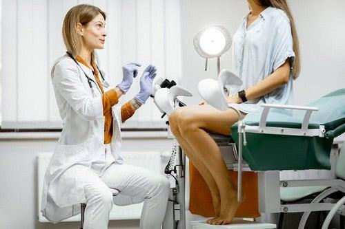 Aborto indotto dottoressa e paziente.