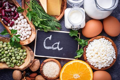 Alimenti che contengono minerali come il calcio.