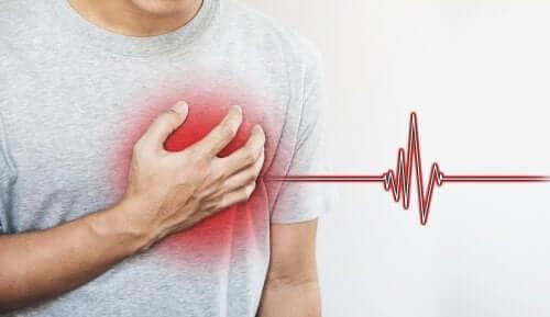 Uomo con aritmia cardiaca.
