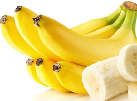Casco di banane e fette.