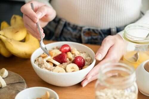 Colazione a base di avena: perché fa bene alla salute?