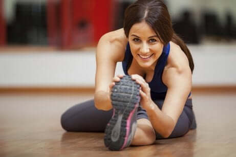 Stretching alle gambe per trattare le varici.