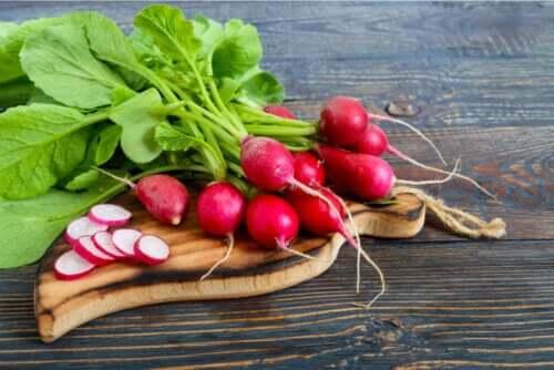 Foglie di ravanello: benefici e consumo