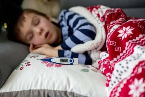 La scarlattina provoca la febbre nei bambini.