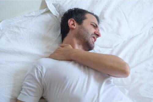 La tendinite della spalla: consigli per dormire
