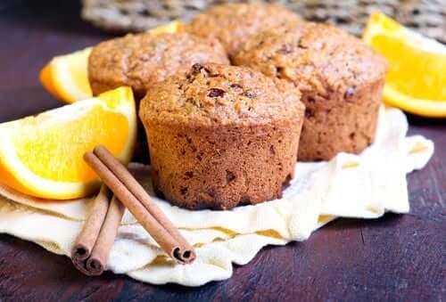 Muffin alla arancia e cannella.