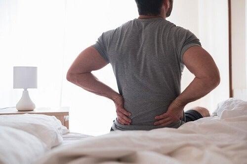 Infiammazione del nervo sciatico: sintomi e rimedi