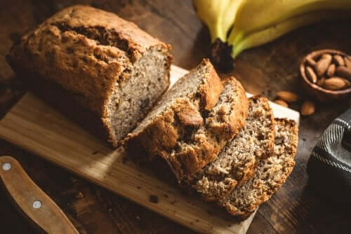 Banana bread alle mandorle: ricetta e valori nutrizionali