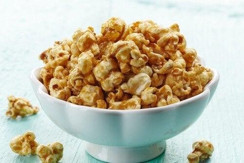 Ciotola di popcorn.
