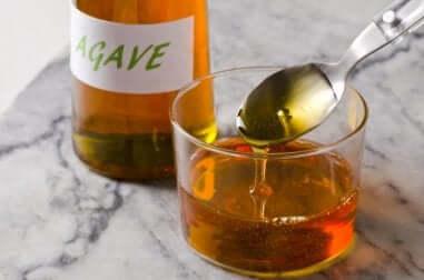 Limitare il consumo di zucchero con lo sciroppo di agave.