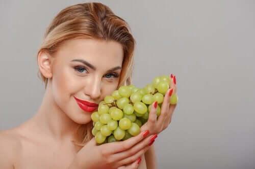 Trattamenti a base di uva per la pelle.