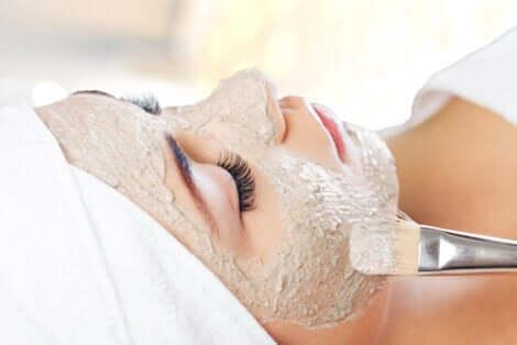 Maschere per la pelle da applicare con il pennello.