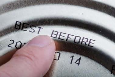 Controllare la data di scadenza per conservare i trucchi.