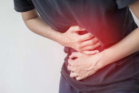 Camminare dopo aver mangiato può provocare malessere gastrico.