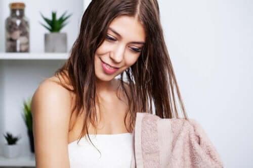 Lavare i capelli grassi riducendo il sebo in eccesso