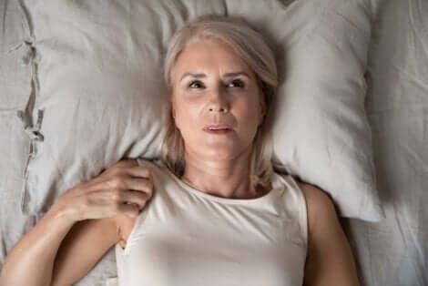 Donna che soffre di insonnia.