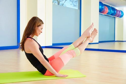 Esercizio di Pilates boomerang.