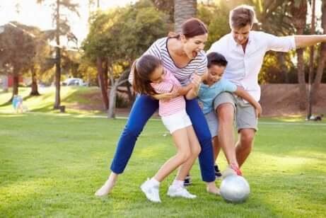 Giocare a calcio in famiglia e trasmettere la sana competizione.