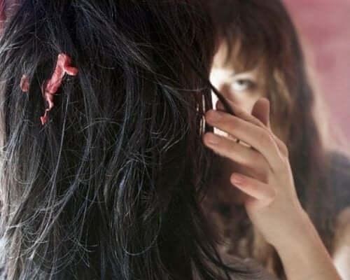 Gomma da masticare tra i capelli.