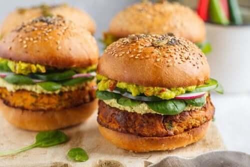 Hamburger vegetariani: 2 ricette gustose