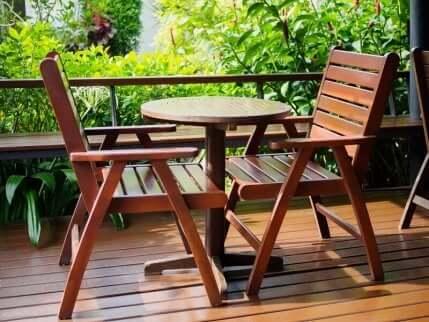 Mobili da giardino in legno.