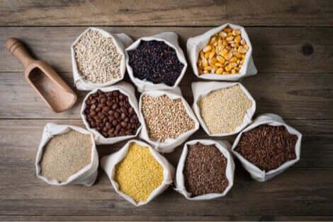 Sacchi con diversi tipi di cereale.