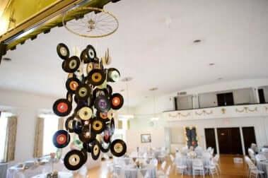 Scacciapensieri creato con vecchi dischi.