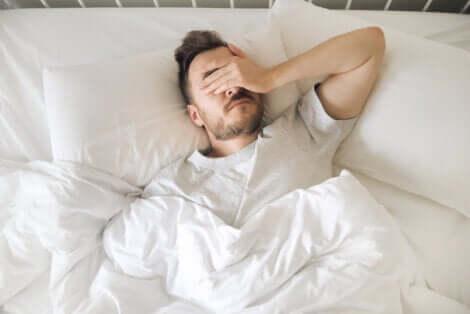 Uomo affetto da ansia notturna.