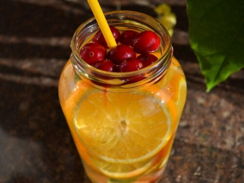 Cocktail analcolico alla arancia.