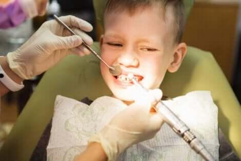 Bambino dal dentista.