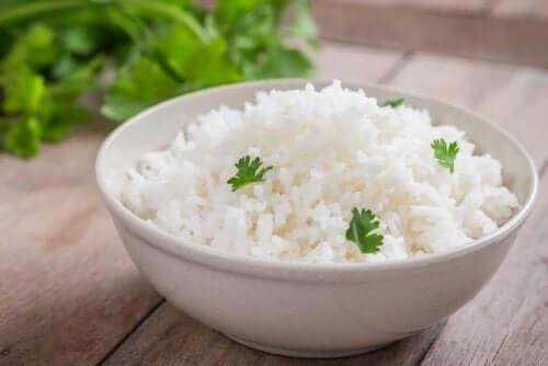 Dieta in bianco riso cotto.