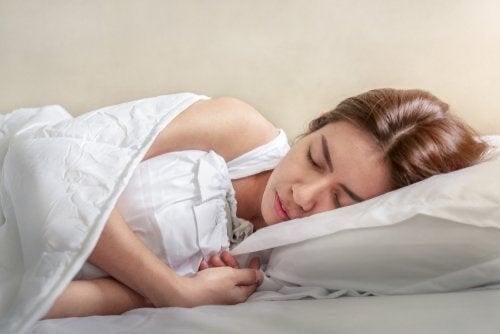 Spasmi notturni: cosa fare per evitarli?