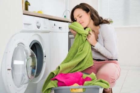 Lavaggio in lavatrice degli asciugamani.