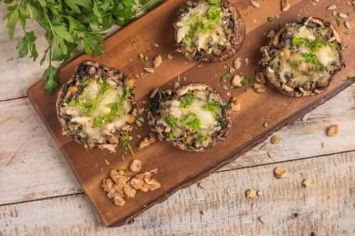Funghi champignon ripieni per una ricetta vegana
