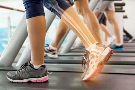 Gambe sul tapis roulant per le spondiloartropatie.