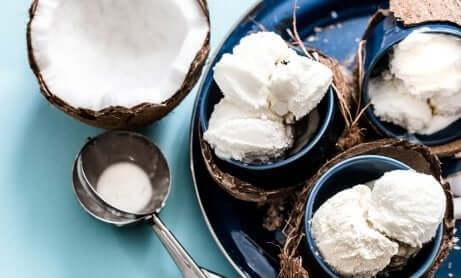 Ricette a base di latte di cocco: gelato al cocco.