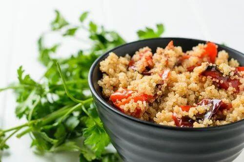 Insalata di verdure grigliate con quinoa