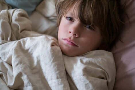 Occhiaie nei bambini: bambino affetto da insonnia.