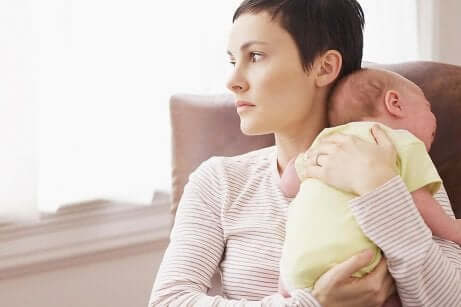 Mamma depressa con figlio.