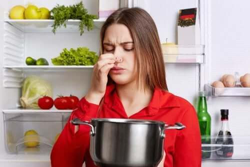 Eliminare l'odore di pesce dalla cucina