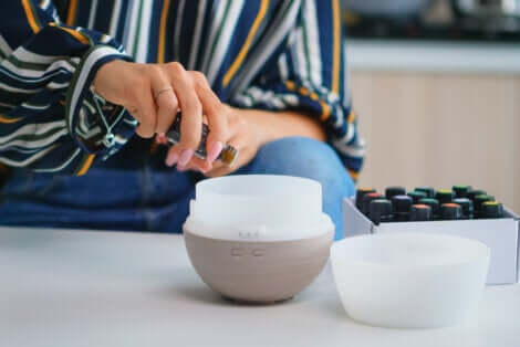 Impiego dell'aromaterapia per calmare i dolori mestruali.